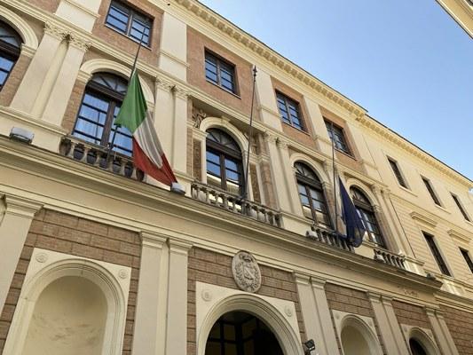 Bandiere a mezz'asta per assassinio ambasciatore Attanasio e carabiniere Iacovacci